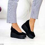 Модельні жіночі чорні замшеві туфлі натуральна замша на платформі танкетці, фото 9