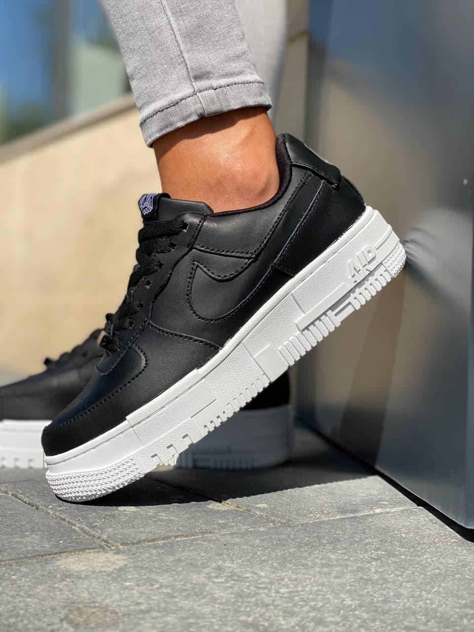 Кросівки жіночі модні чорні з білою підошвою. Жіночі стильні кросівки чорного кольору.