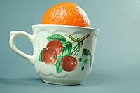 Чашка с нарисованной черешней