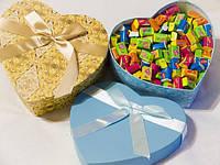 Жвачка Love is ассорти 100 шт в подарочной упаковке