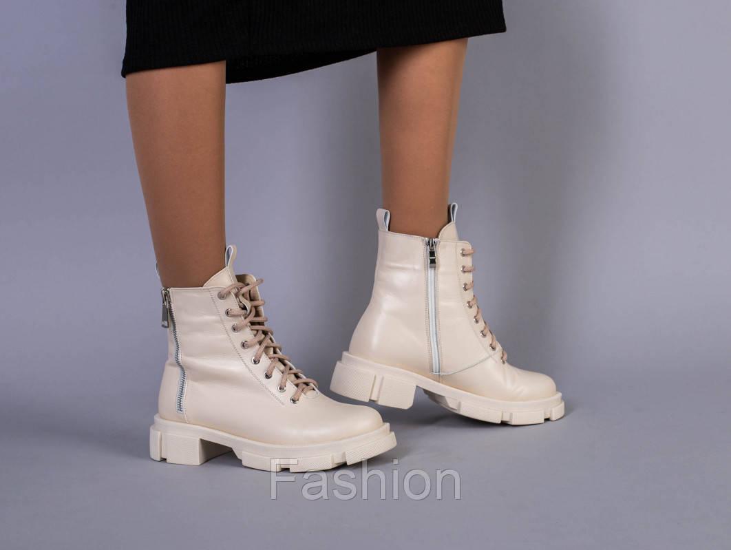 Ботинки женские кожаные молочного цвета на шнурках и с замком демисезонные