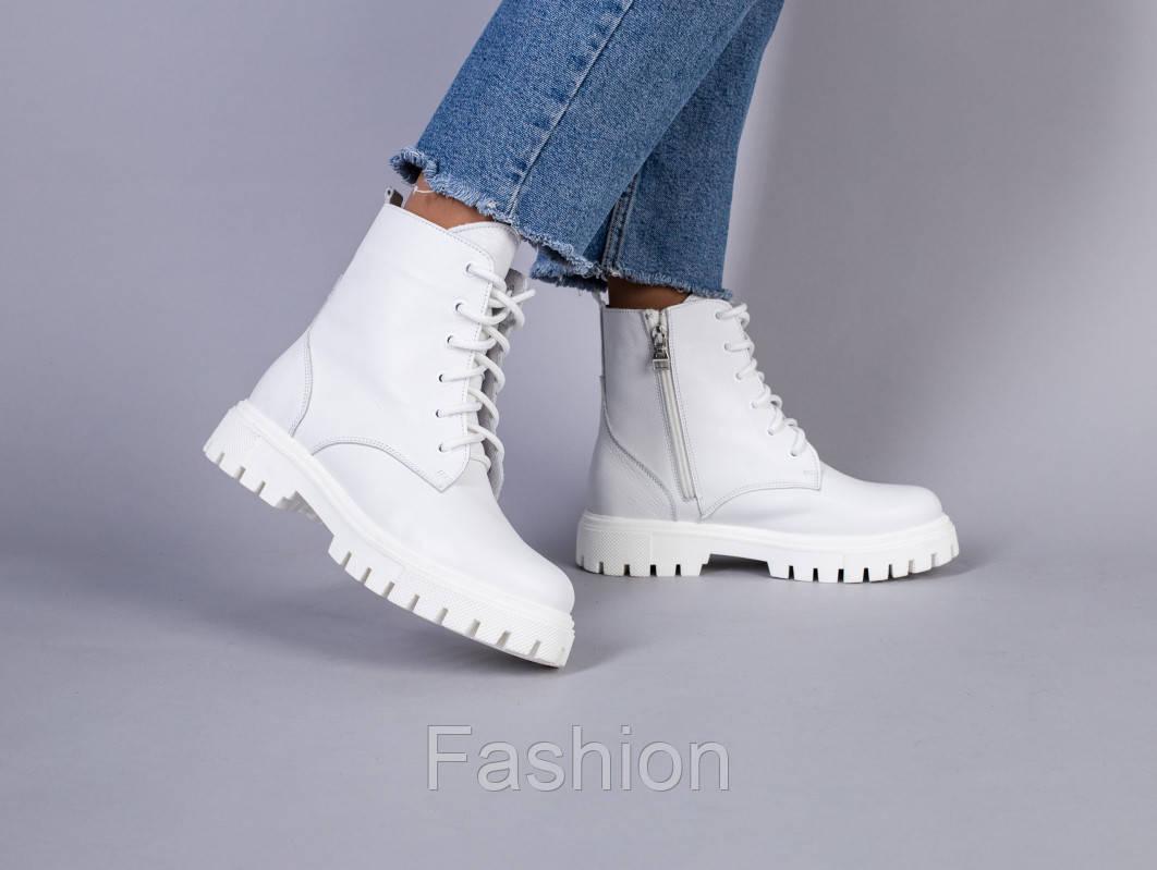 Ботинки женские кожаные белые, на шнурках и с замком на байке