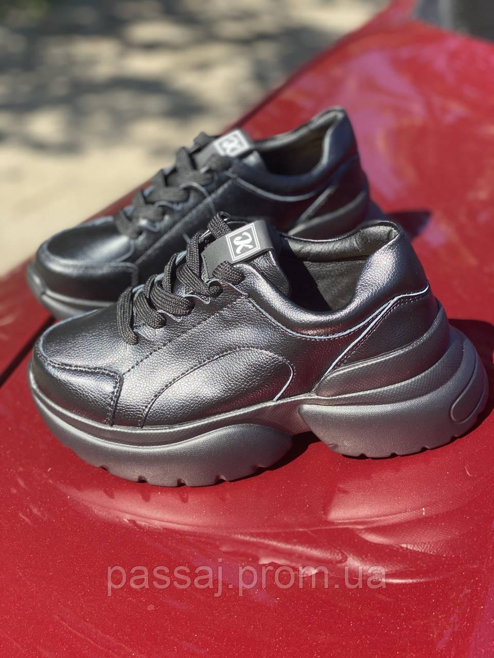 Чорні кросівки з натуральної шкіри на платформі