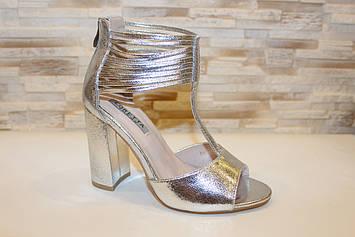 Босоножки женские серебристые на каблуке Б1240