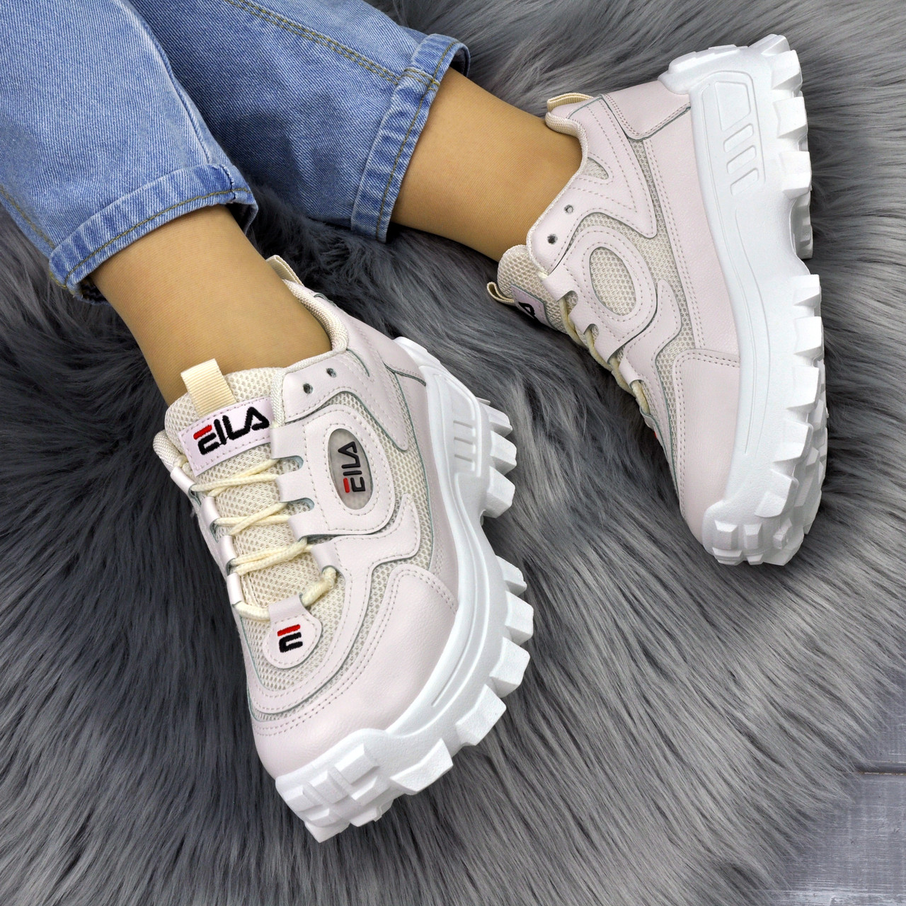Женские бежевые кроссовки на высокой подошве