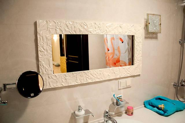 Зеркало в ванную комнату изготовлено по предоставленным заказчиком размерам .