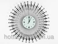 Настенные часы из металла с хрусталем