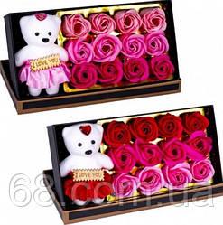 Подарунковий набір мило з троянд і плюшевим ведмедиком