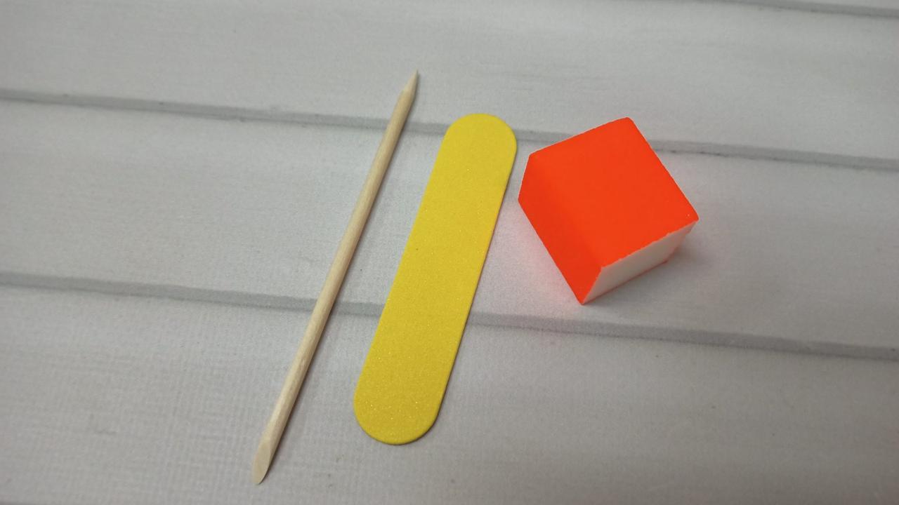 Одноразові набори для манікюру: міні бафик і пилка для нігтів, апельсинова паличка