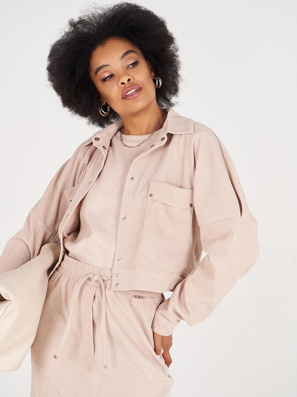 Жіноча куртка мікровільвет коротка бежева SOLH MKSH2722