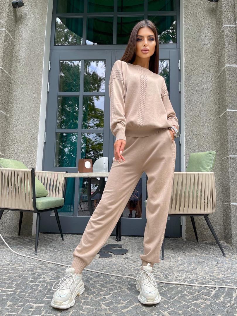 Жіночий костюм в'язка штани і кофта