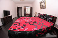 Апартаменты с красивым ремонтом, 3х-комнатная (48707)