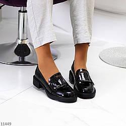 Молодежные черные лаковые глянцевые женские туфли с пряжкой на низком каблуке