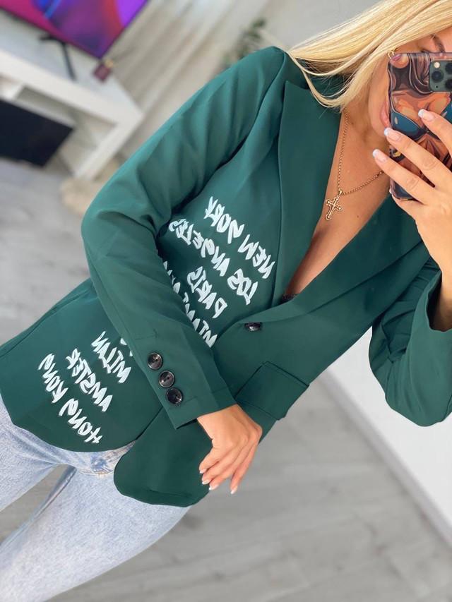 Приталенный женский пиджак в деловом стиле