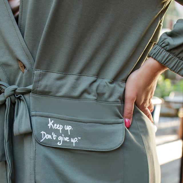 Прогулочный костюм для женщин в спортивном стиле