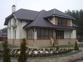 Как видно из этого фото наружные блоки не портят красивый фасад дома