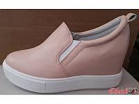 Туфли на танкетке женские закрытые бежевые KF0161