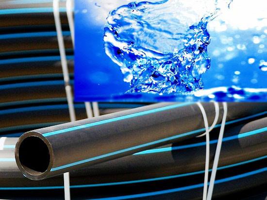 Труба полиэтиленовая 63 мм чёрная с синей полосой 10 атм Стенка 6,8 мм VorsklaPlast