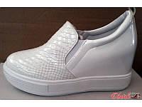Туфли на платформе женские закрытые лаковые белые KF0163