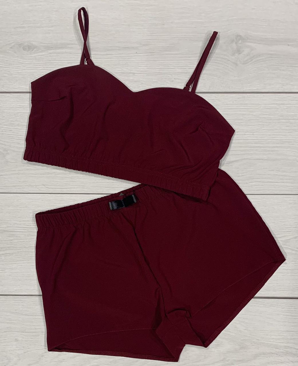 Пижама бюстгальтер-топ + шорты вишневого цвета.