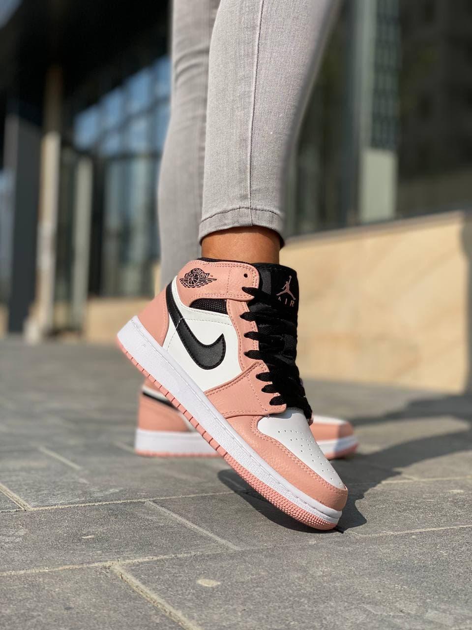 Кросівки жіночі модні персикового кольору. Жіночі стильні кросівки персикові.