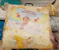 Защита для детской кроватки персиковая мишка на луне