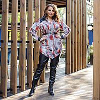 Женский костюм черные джоггеры из эко-кожи и яркая рубашка под поясок батал, фото 1