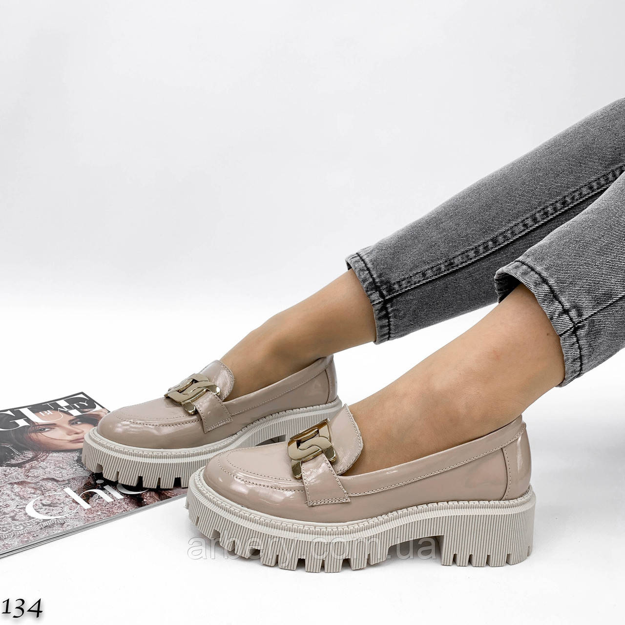 Женские натуральные туфли-лоферы с цепью