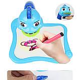 Дитячий стіл проектор музичний з підсвічуванням для малювання і фломастерами Projector Painting блакитний, фото 2