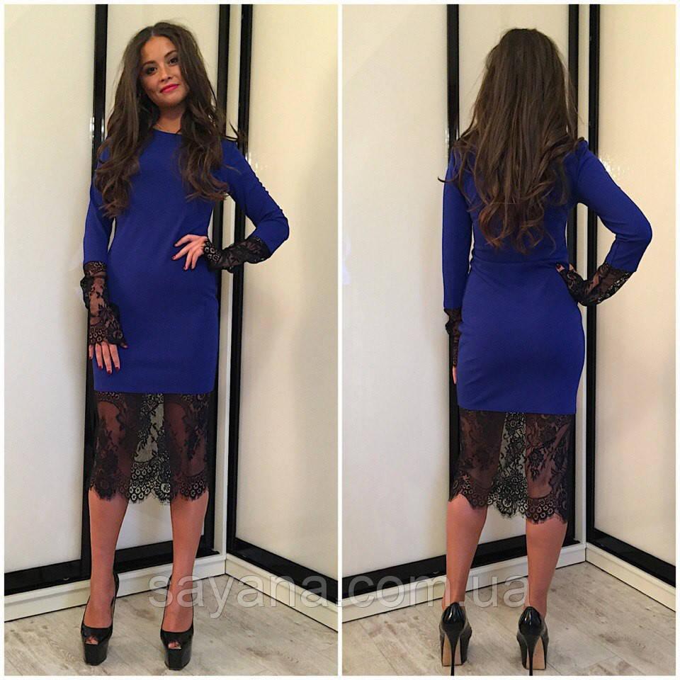Стильное облегающее платье декорировано дорогим кружевом