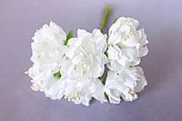 Хризантема пышная 60 шт/уп. диаметр около 3,5 см диаметр белого цвета оптом