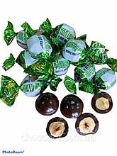 Фундук в чорному шоколаді драже