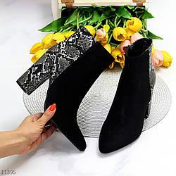 Черные замшевые фактурные женские ботинки ботильоны на каблуке под кожу питона