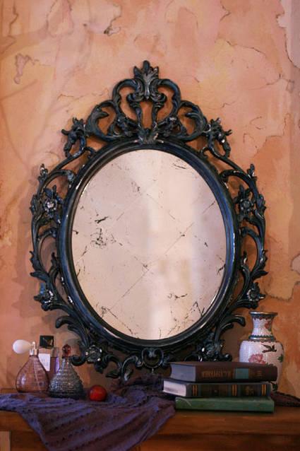 Резная рама из дерева с стеклом состаренное серебряной поталью.