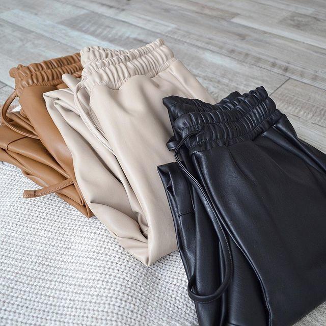 Жіночі брюки, еко-шкіра, р-р 42-44; 44-46 (молоко)