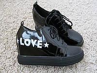 Ботинки сникерсы 41 размер―26 см черный лак