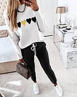 Женский костюм спортивные черные брюки и белый свитер с сердечками, фото 1