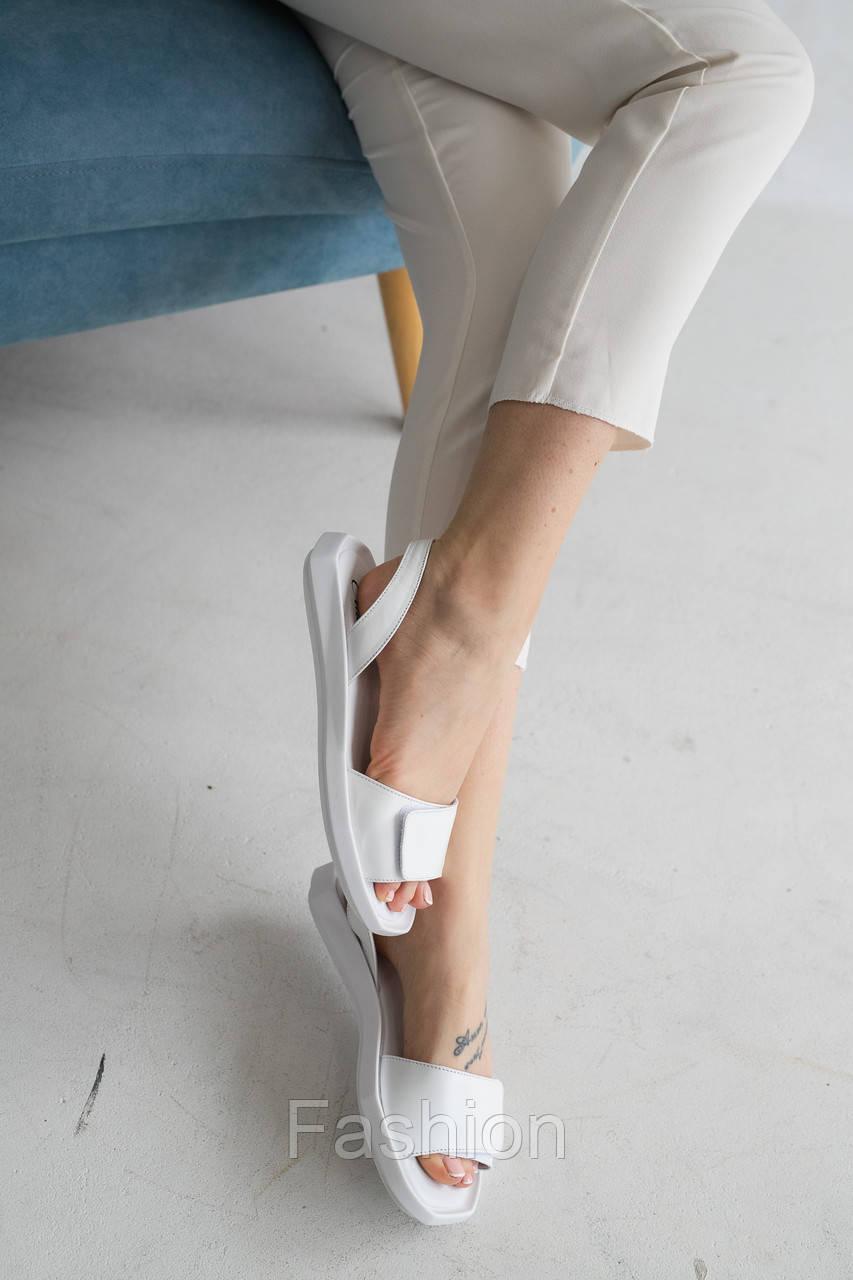 Жіночі босоніжки шкіряні літні білі