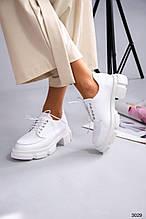 Женские белые кожаные туфли броги на шнуровке