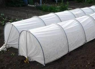 Парник Агро-Теплиця з агроволокна 4 метри в комплекті з кілочками