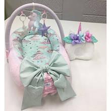 Кокон-гнездышко для новорожденных с держателем для игрушек и ортопедической подушкой Единорог, розово-зеленый