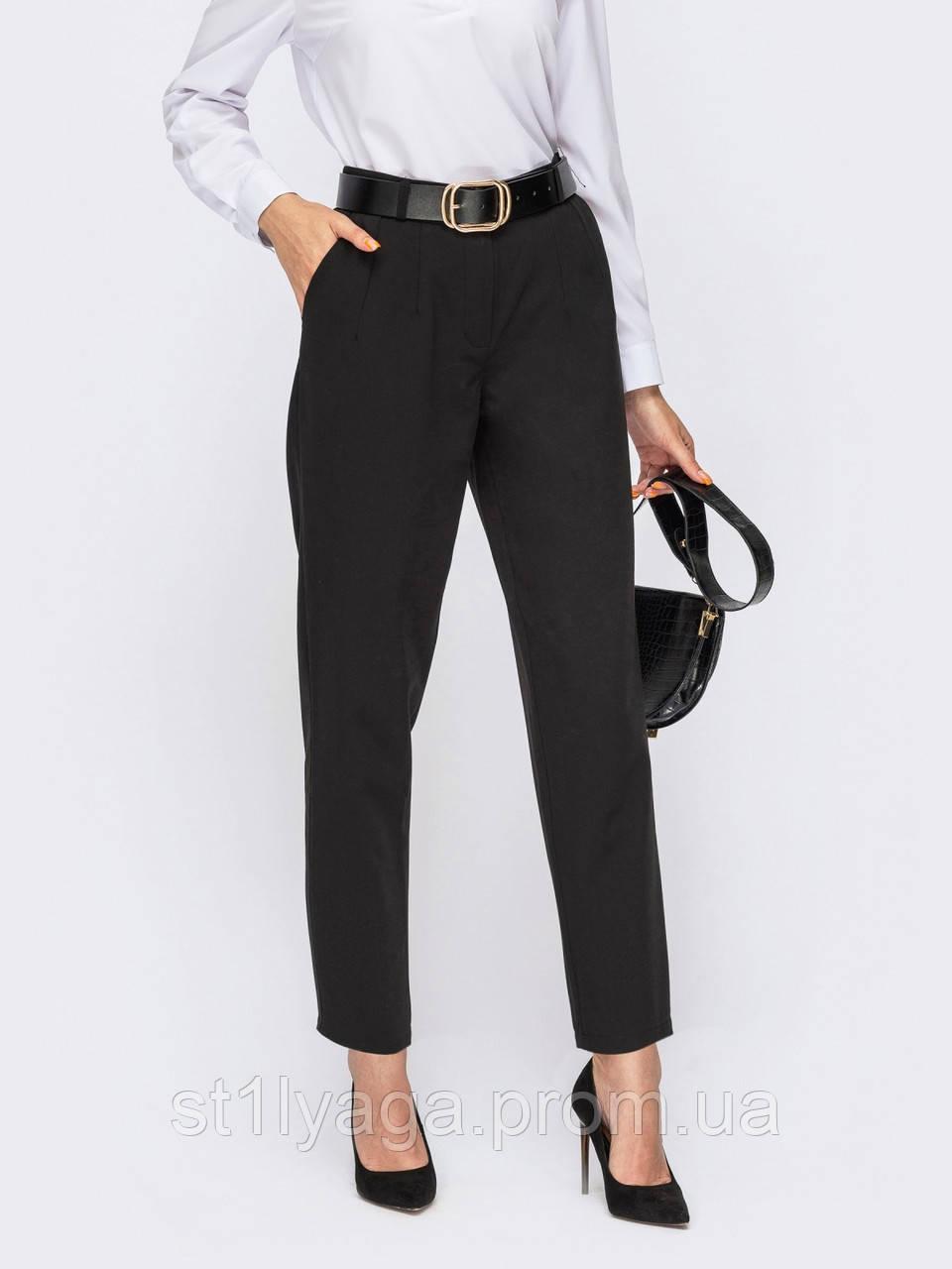Чорні класичні брюки з костюмної тканини зі зручними кишенями з боків