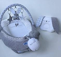 Кокон-гнездышко для новорожденных с держателем для игрушек и ортопедической подушкой Зайка, серо-белый
