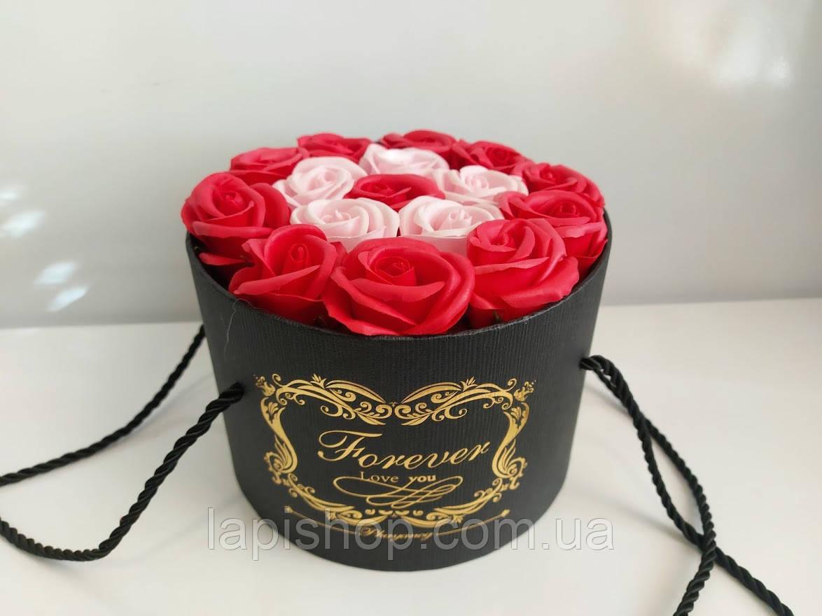 Подарочный набор мыла из роз в шляпной коробке красный