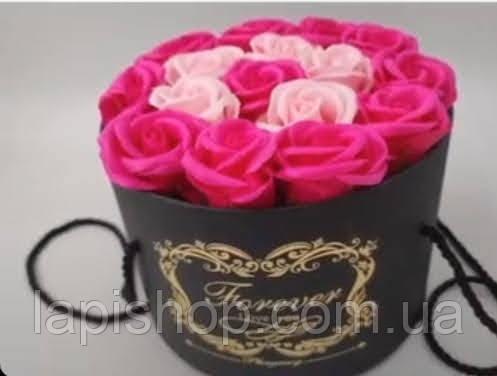 Подарочный набор мыла из роз в шляпной коробке розовый