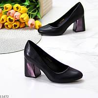 Нарядные черные женские туфли на устойчивом фигурном каблуке
