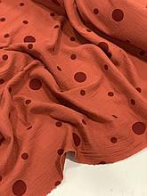 Муслин (хлопковая ткань) жатка горох бордовый на кирпичном