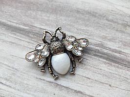 Роскошная брошь Пчела белая