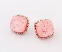 Серьги с камнем персикового цвета