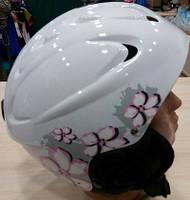 Женский шлем для горнолыжного катания в белом цвете.